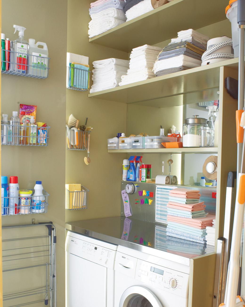 lavanderia-organizada-com-tudo-ao-alcance-dos-adultos-Martha Stewart Living