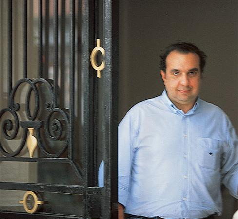 """O cenário da janela lembra a infância. """"Eu estudava no Caetano de Campos, ..."""