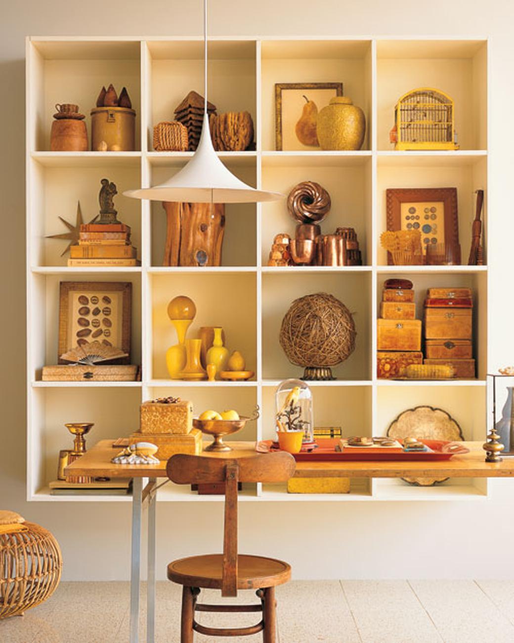 nichos-formam-grade-para-guardar-a-colecao-Martha Stewart Living