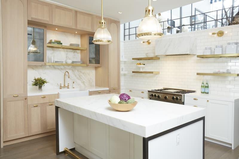 prateleiras-de-cobre-em-cozinha-com-detalhes-em-metal