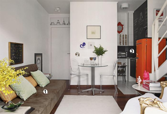 1. Grande demais, o sofá com chaise, que a moradora tinha, ocuparia muito es...