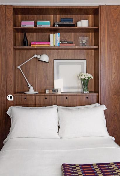 Fechadas, como nesta foto, as portas da estante isolam o quarto e tornam aces...