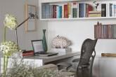 A marcenaria do escritório, projetada por Carolina e executada por Alline M�...