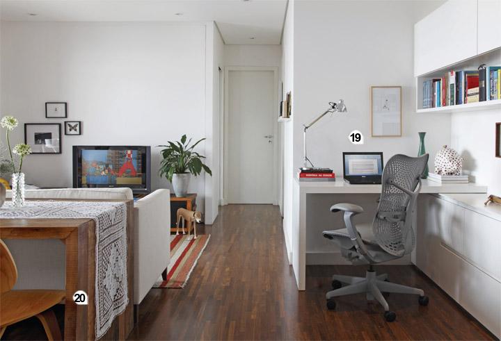 19. A arquiteta instalou o escritório no canto indicado originalmente pela c...