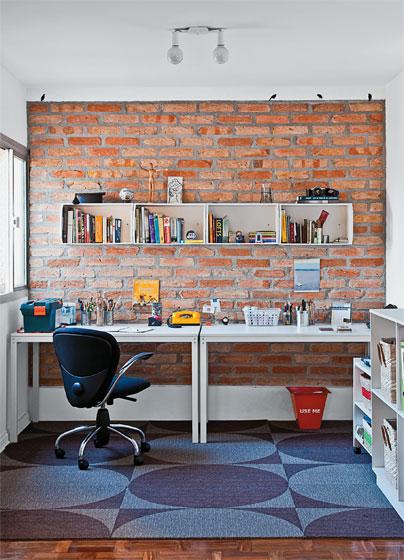 Na planta original, o espaço hoje ocupado pelo home Office era um quarto. Ma...