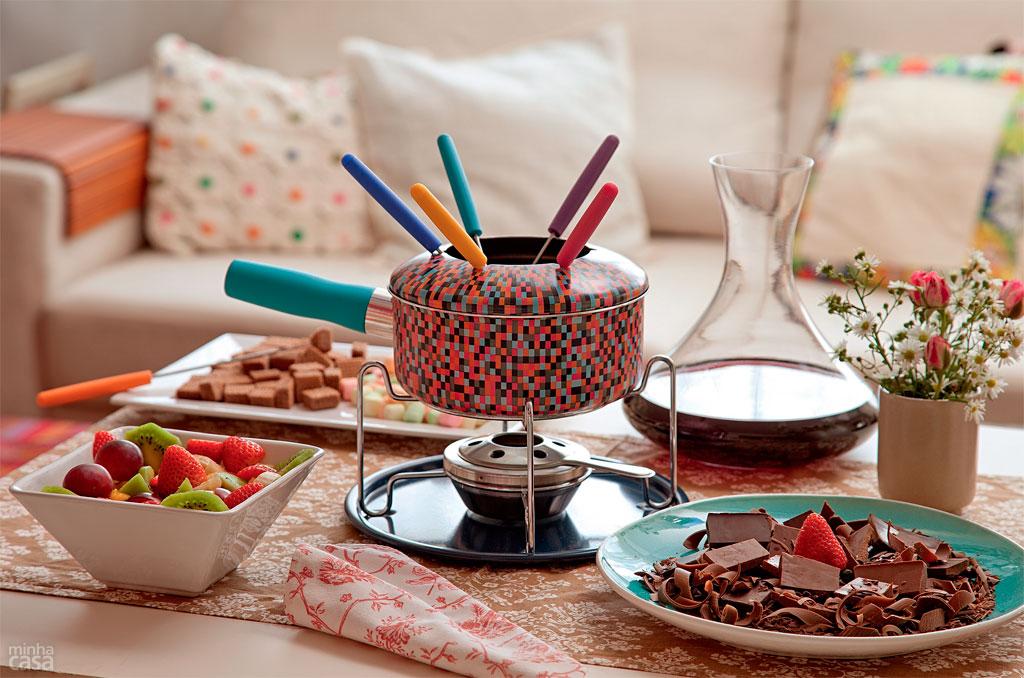 01-fondue-de-chocolate-impossivel-resistir-a-esta-doce-tentacao