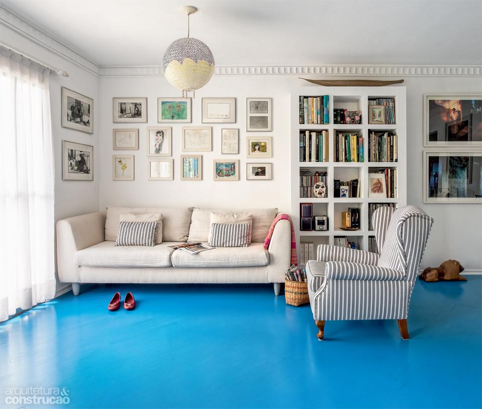 01-tinta-azul-rejuvenesce-piso-de-tacos-antigos
