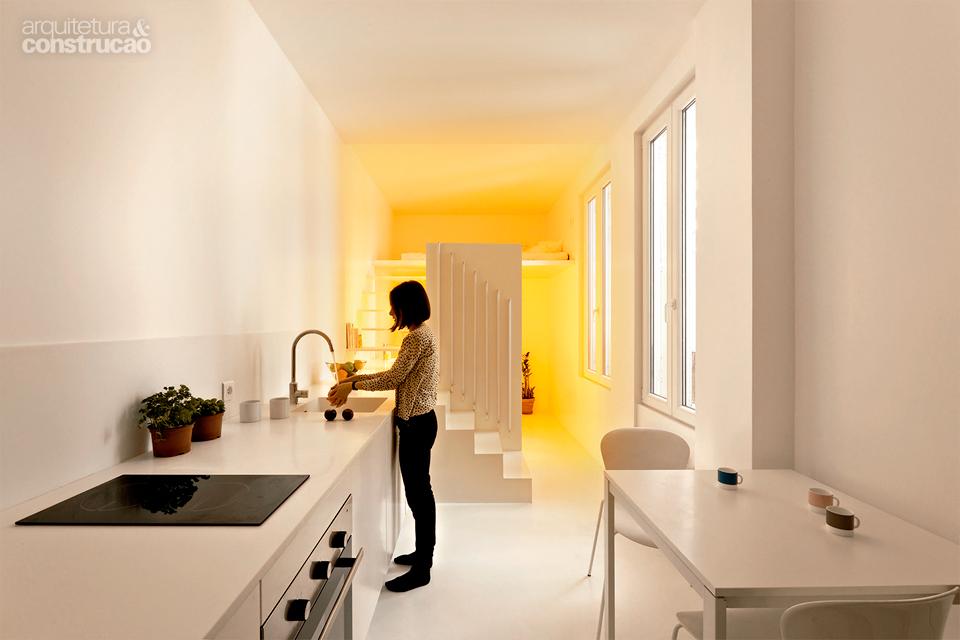 02-iluminacao-define-ambientes-em-apartamento-frances-20-m2