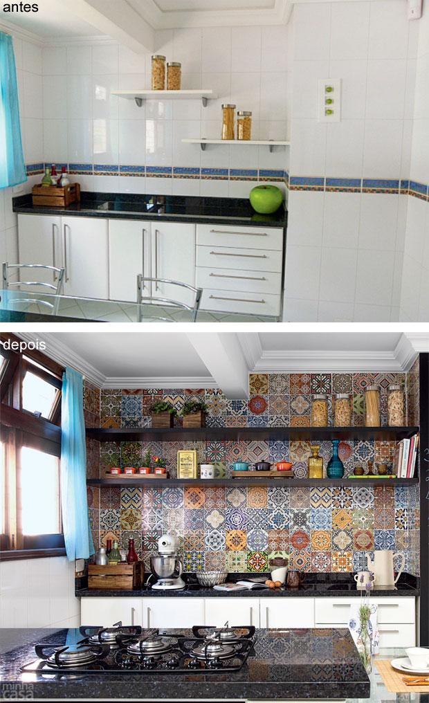 02-mosaico-de-adesivos-vintage-transforma-cozinha-em-curitiba