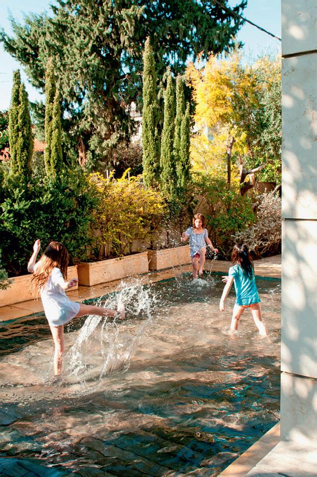 02-tecnologia-israelense-esconde-a-piscina-no-jardim