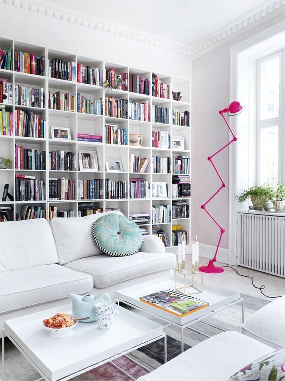 0203-ideias-para-preencher-espaco-atras-do-sofa
