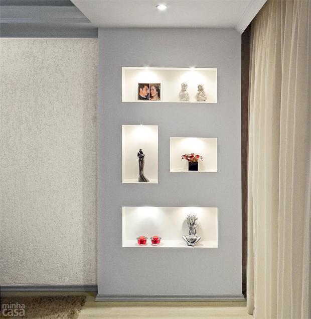 03-sala-de-estar-renovada-com-estante-de-drywall