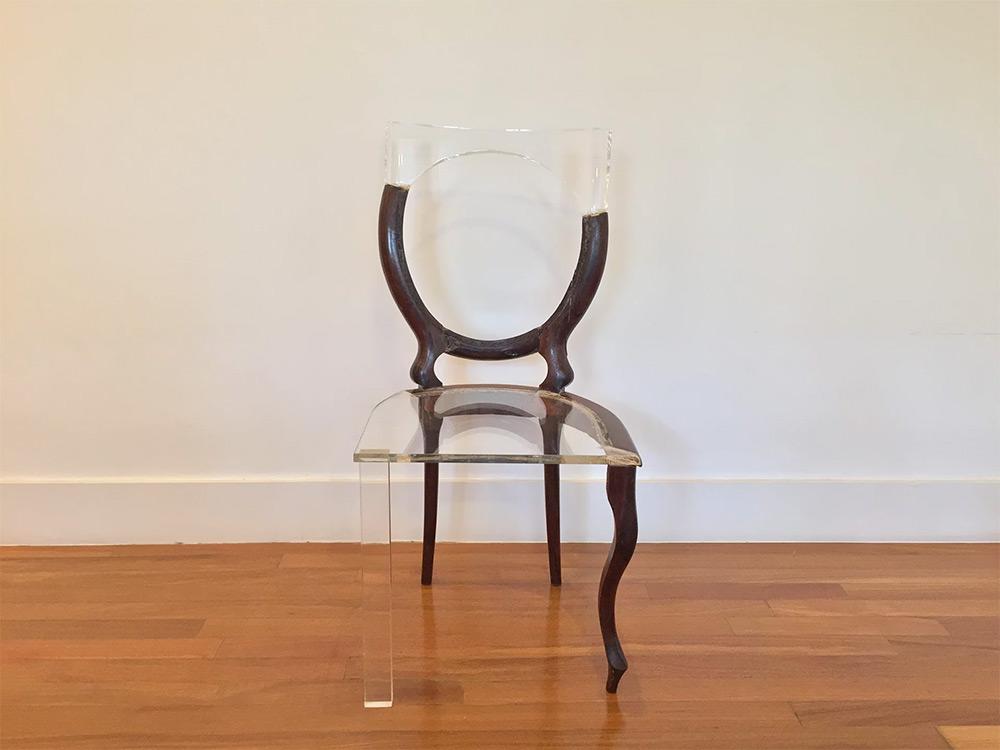 03-artista-usa-acrilico-restaurar-cadeiras-quebradas