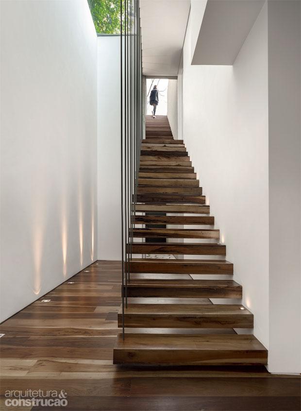 04-madeira-de-demolicao-cozinha-banheiro-escada