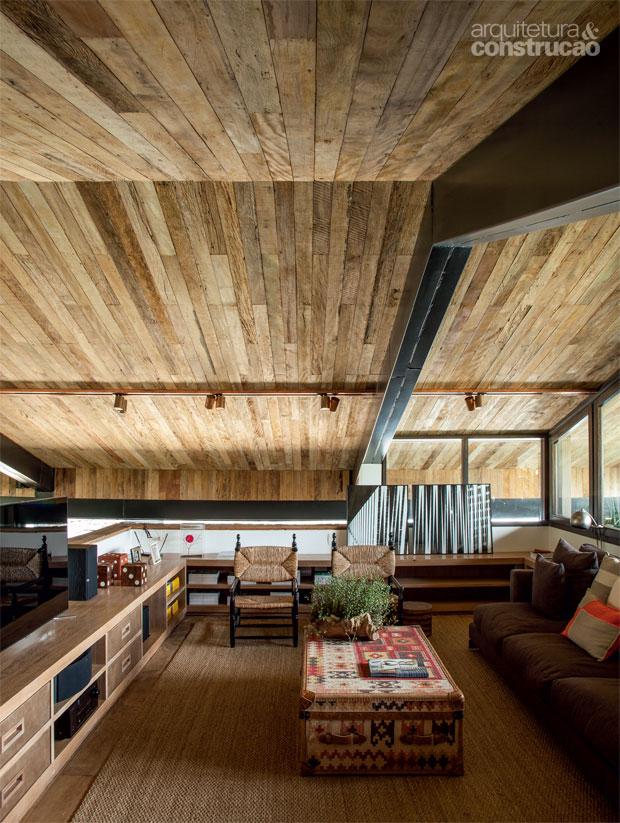 05-madeira-de-demolicao-cozinha-banheiro-escada