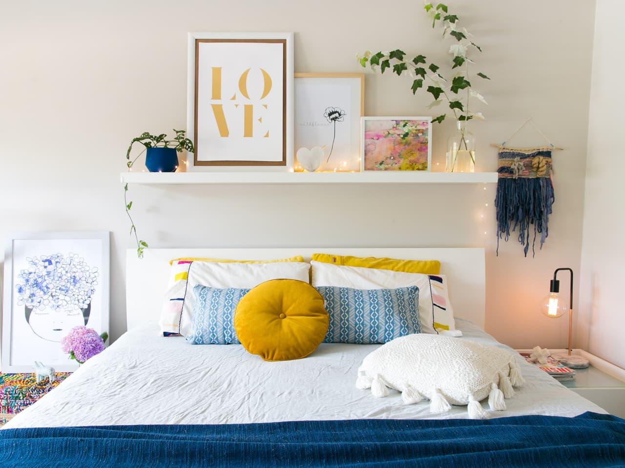 08-prateleira-acima-da-cama-como-decorar