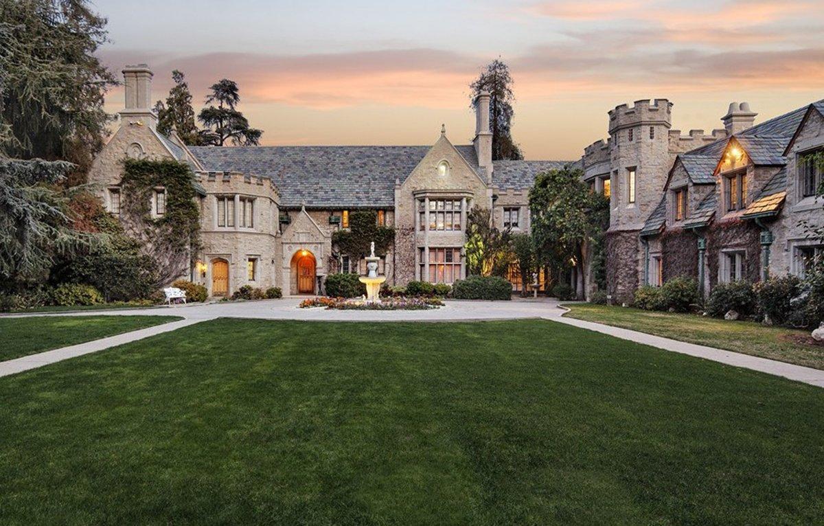 30-a-mansao-da-playboy-na-california-tem-12-quartos-e-uma-fama-legendaria-custa-200-milhoes-e-dolares