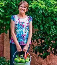 abre-quintal-vira-refugio-com-arvores-frutiferas-fonte-e-churrasqueira