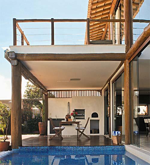 O arquiteto paulista André Luque construiu esta casa em Camaçari, BA, com e...