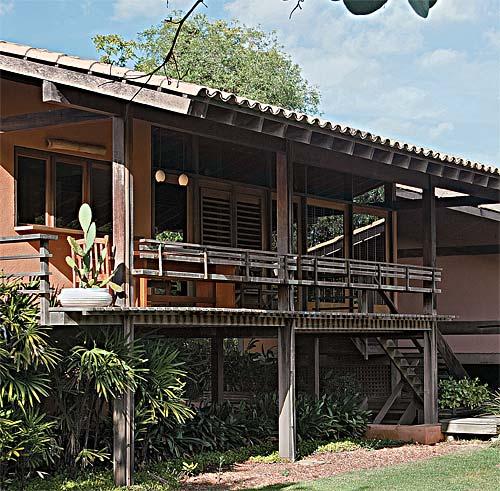 Erguida em 1996, a primeira parte desta casa no interior de São Paulo foi fe...