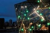O cubo hexaedro assinado por Fernando Brandão para a mostra Casa Cor Trio, e...