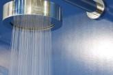 A ducha de latão cromado Deca Life apresenta uma tecnologia capaz de retirar...