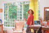 Vida de freelancer: a jornalista Regina Valadares preferiu reduzir os ganhos ...