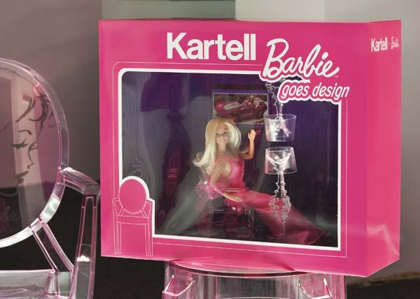 A Barbie sentada em uma Lou Lou Ghost.