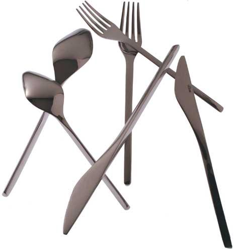 Desenhadas por Arthur Casas, as peças do faqueiro imitam a geometria da cabe...
