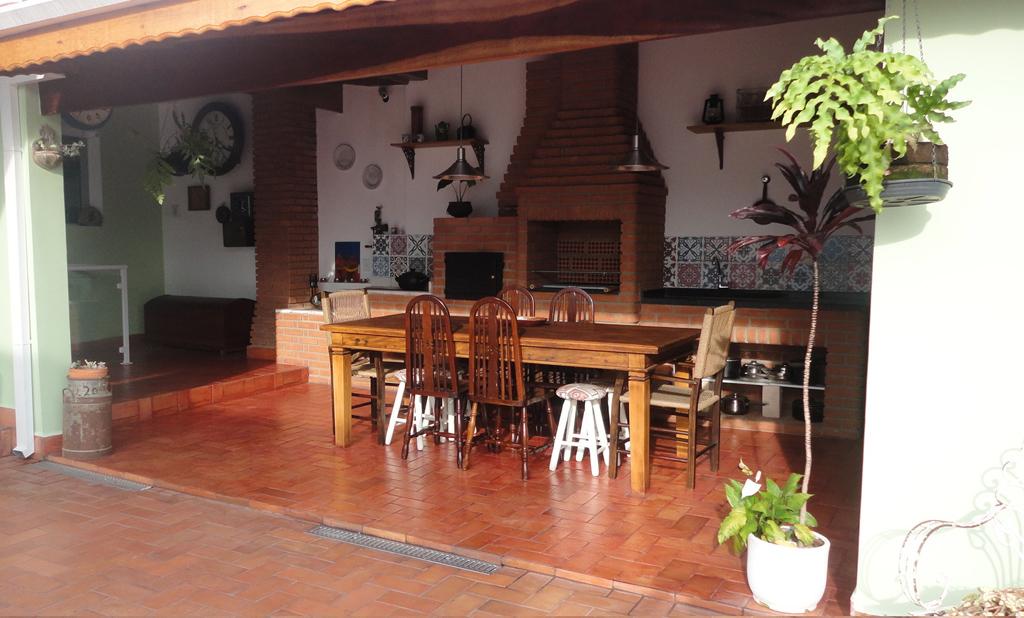 mostre-sua-casa-leitora-transforma-jardim-em-espaco-gourmet07