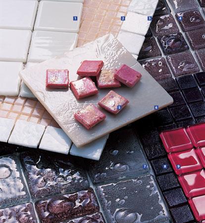 1. Peças na cor branco-leitoso, de 5 x 5 cm, da Glass Mosaic. 2. Opçã...