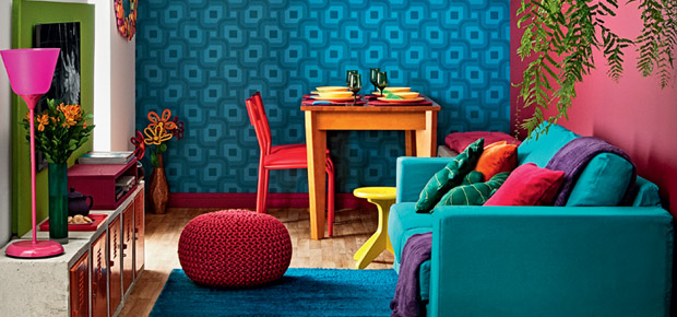 sala-cheia-de-cores-esbanja-personalidade