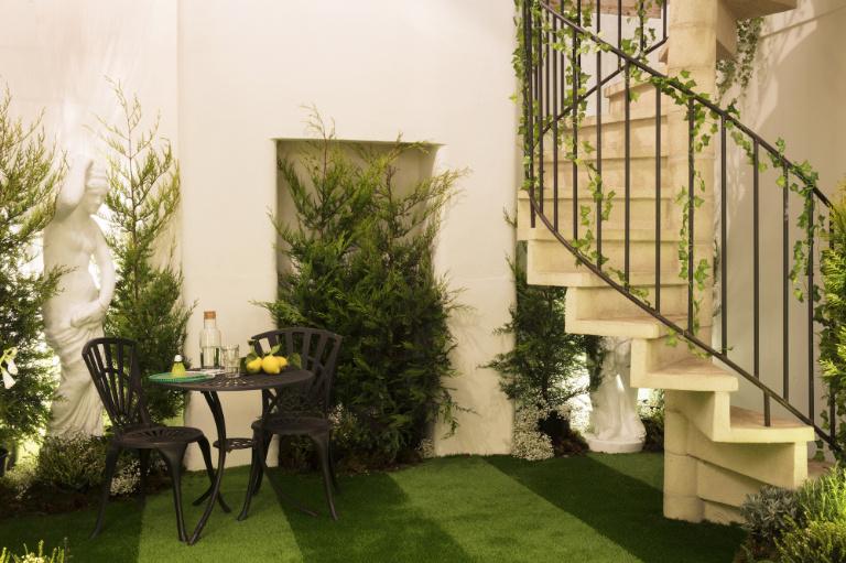 2-airbnb-e-pantone-fazem-parceria-e-criam-casa-com-lindos-jardins
