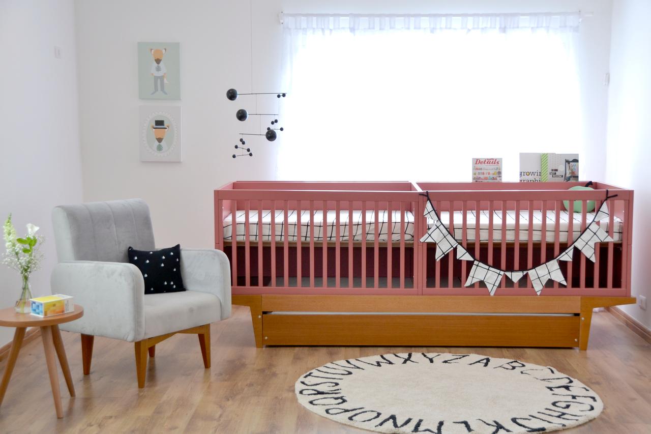 Berço para Gêmeos com bicama ou gaveta na cor rosa com detalhes em madeira