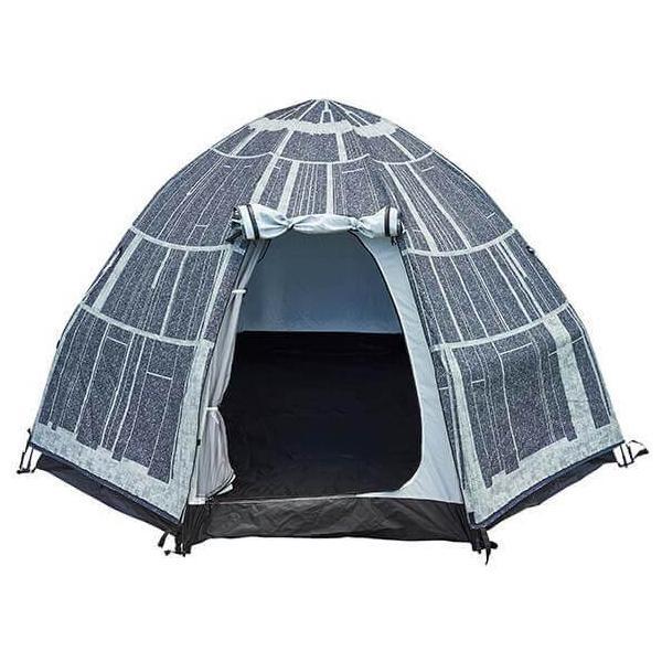 A nave de Darth Vader é a inspiração por trás desta cabana, que acomoda até três pessoas