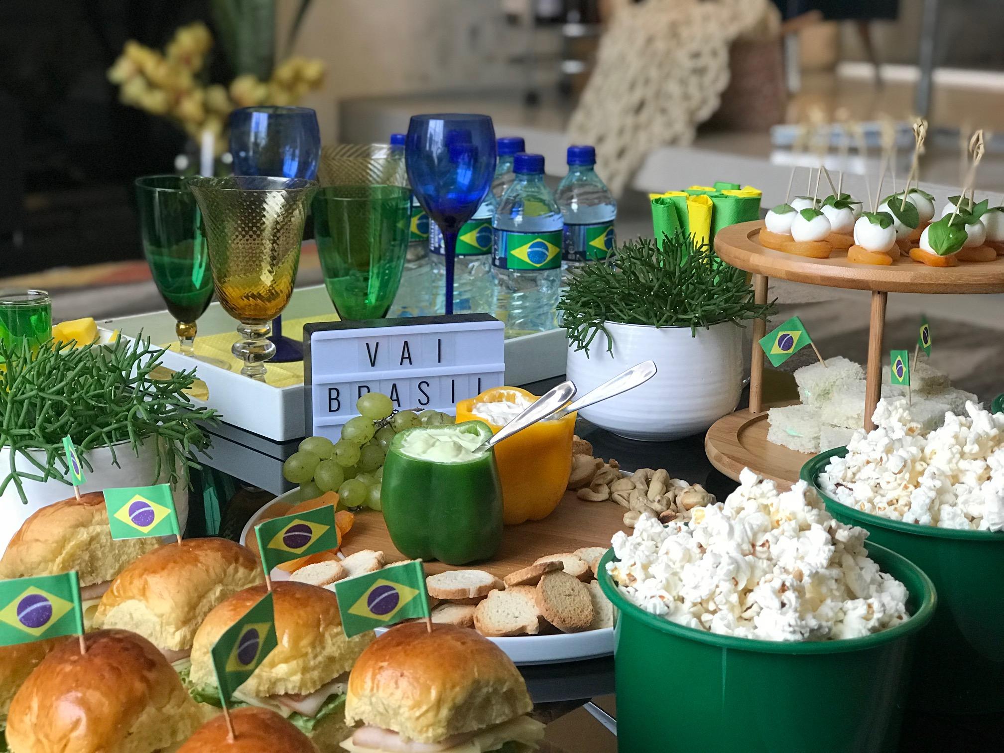 Giselle Martos, do blog Lar Doce Casa, montou uma mesa temática e indica o que não pode faltar na hora de comemorar com amigos e família