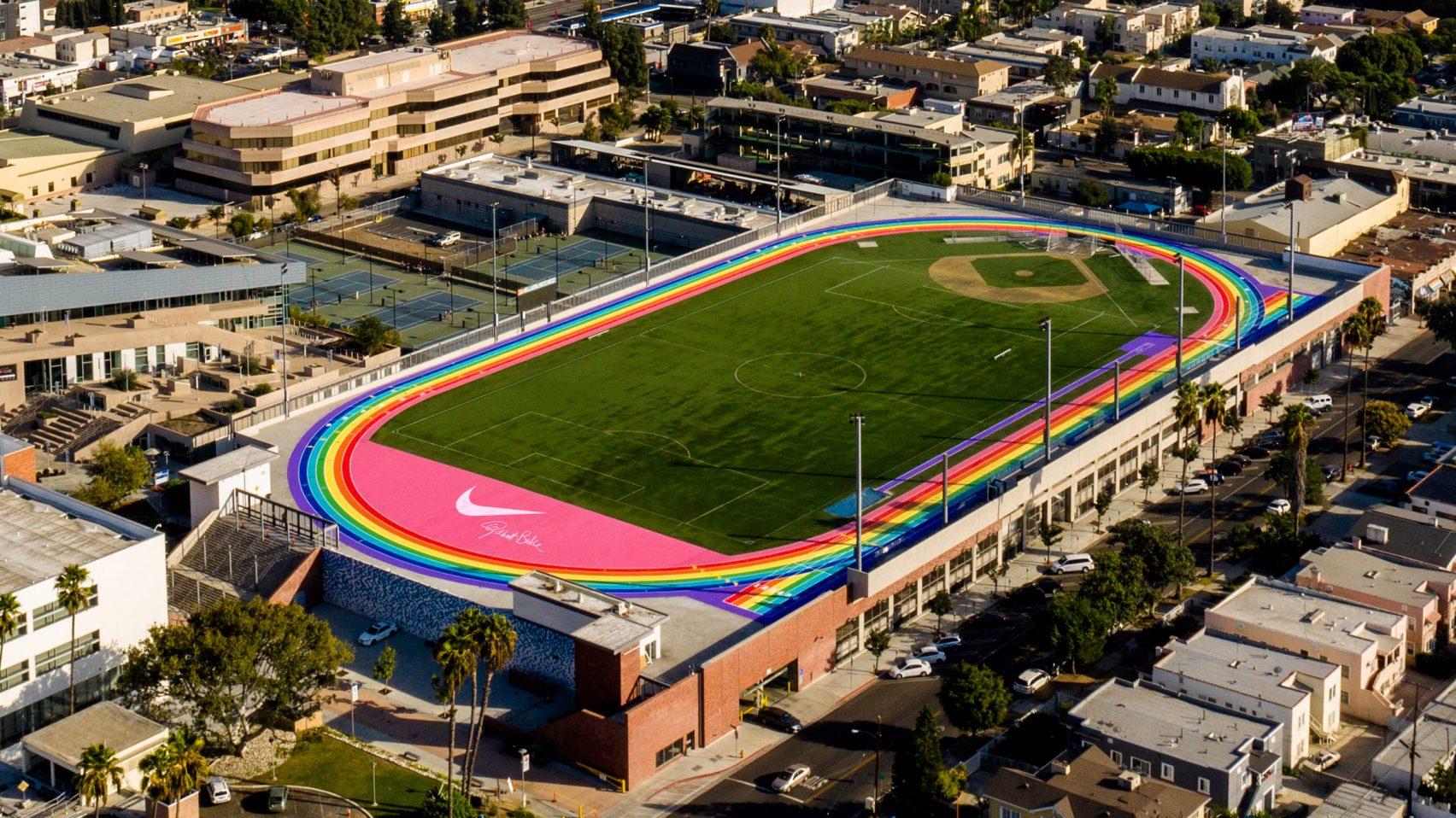 Evaluación construcción naval ironía  Nike pinta pista de corrida em Los Angeles com as cores da bandeira LGBT+    CASA.COM.BR