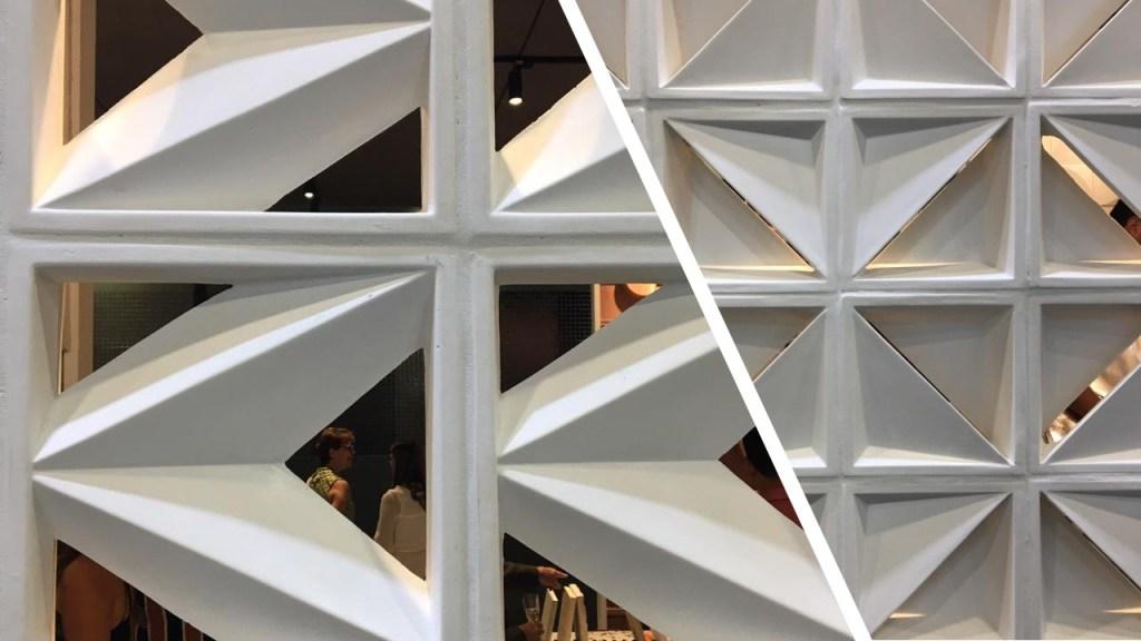 Dois cobogós brancos geométricos