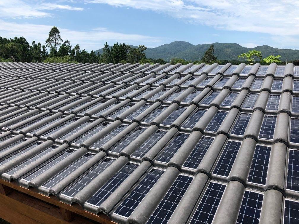 1ª telha solar do Brasil começa a ser produzida | CASA.COM.BR