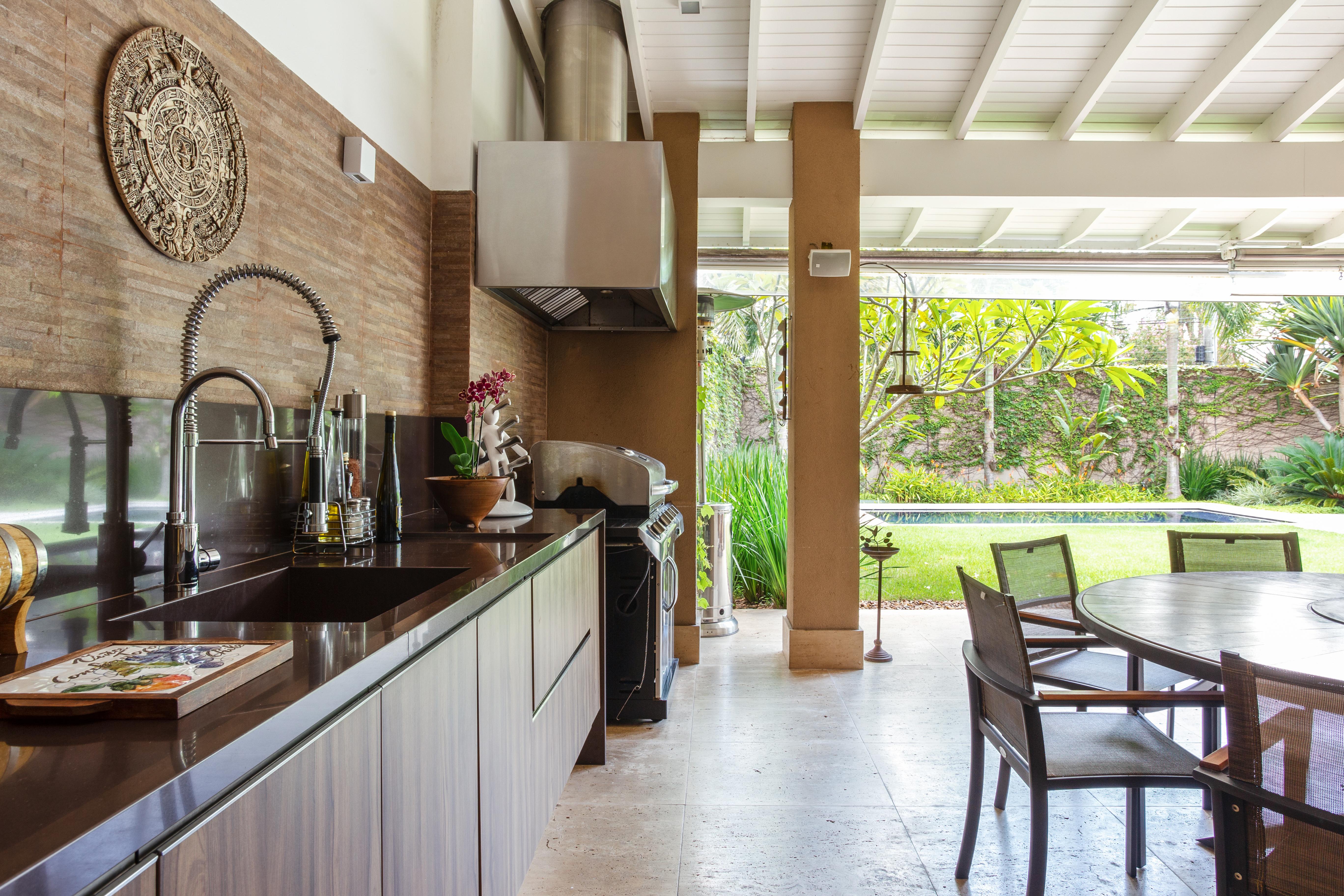Área gourmet na parte externa da casa