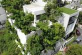 Casa com 120 árvores distribuídas pelo terreno e pavimentos
