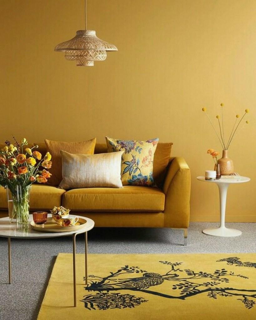 sala decorada com tons de amarelo