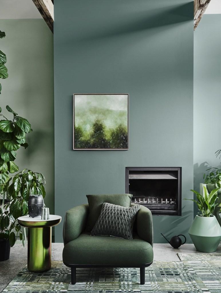 sala decorada com tons de verde