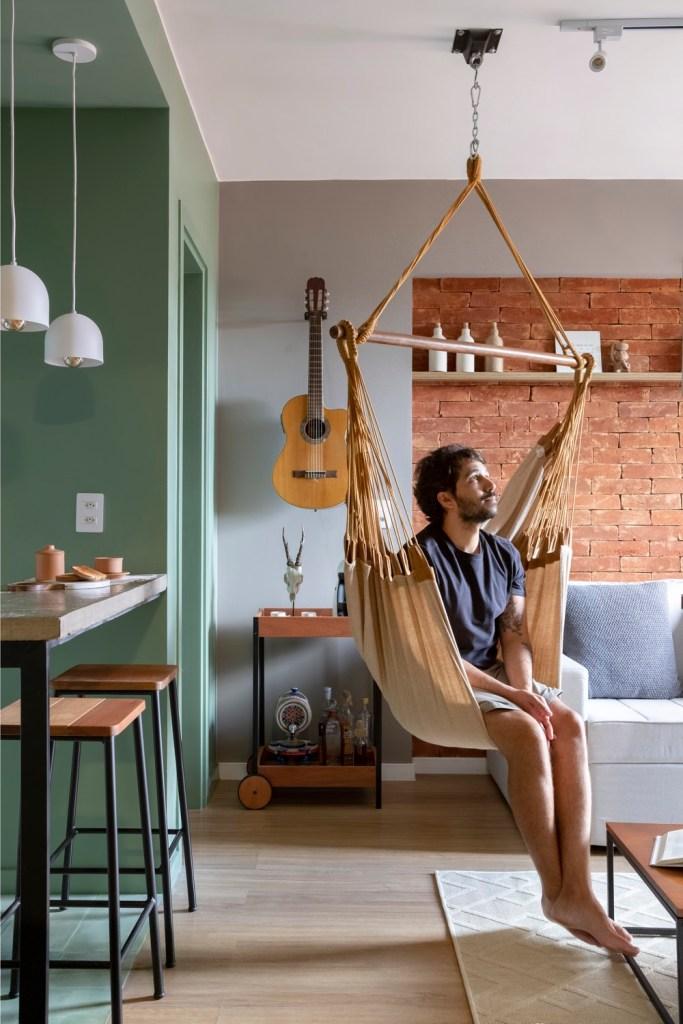 rede na sala de apartamento duplex