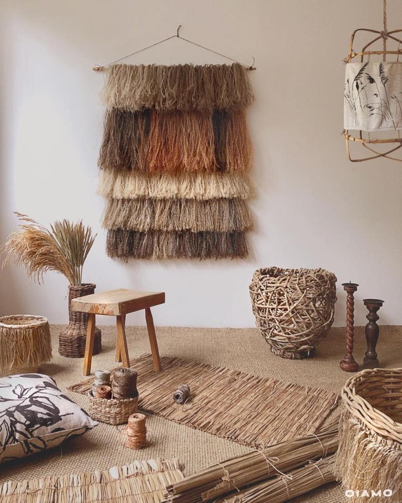 Ambiente de estilo boho com decoração natural
