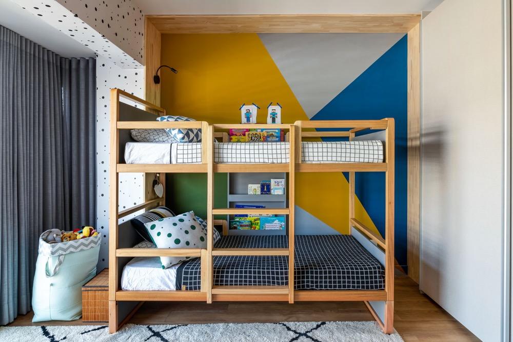 quarto infantil com beliche a parede colorida