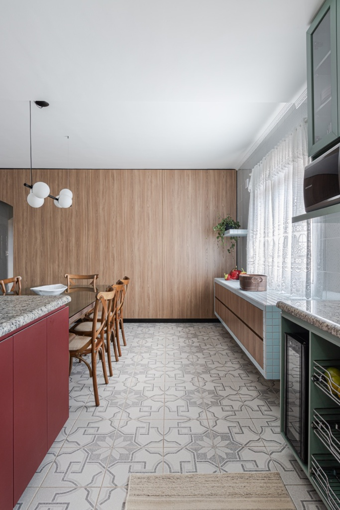 cozinha com piso estampado
