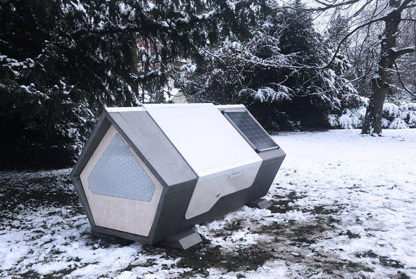Abrigo movido a energia solarprotege pessoas sem-teto do inverno