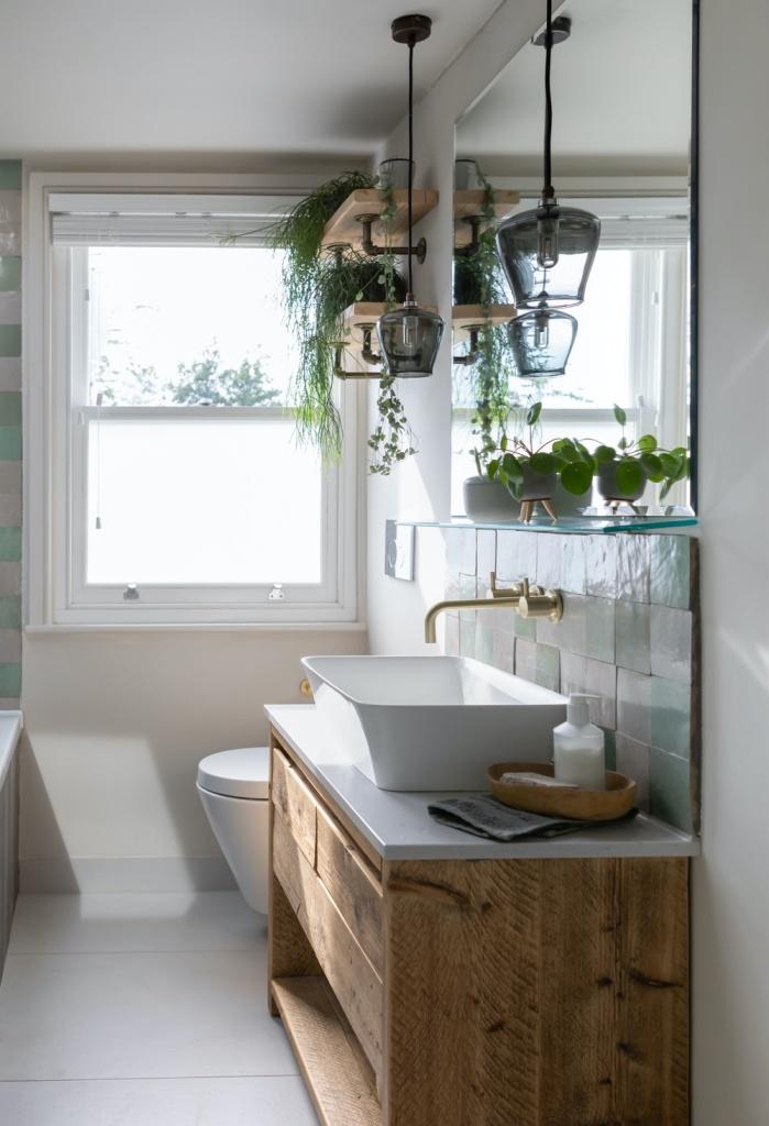 Banheiro com plantas