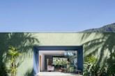 casa de praia com arquitetura de linhas retas